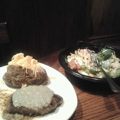 Photo taken at Outback Steakhouse by Amanda F. on 11/22/2012