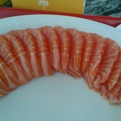 Photo taken at Sushi Express by Mô Justine on 12/26/2013