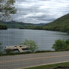 Photo taken at Blue Waters Mountain Lodge by Nikki R. on 5/3/2013