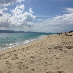 Photo taken at Παραλία Πλάκας (Plaka Beach) by Xanthippie P. on 6/13/2013