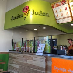 Photo taken at Jamba Juice by IngenieroDavid on 3/26/2015