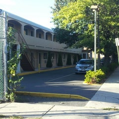 Photo taken at Days Inn Long Island Copiague by Joe H. on 9/15/2012