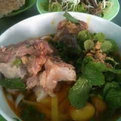 Photo taken at Quan Tam Tam by Kanye M. on 1/18/2013