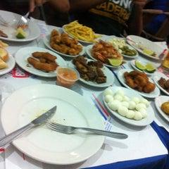 Photo taken at Pigalle Restaurante e Pizzaria by Thiago B. on 10/14/2012