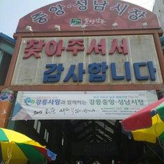 Photo taken at 강릉 중앙시장 by Eiri on 4/11/2015