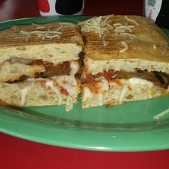 Photo taken at Deano's Gourmet Pizza by Fredy C. on 7/31/2014