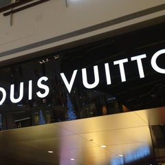 Photo taken at Louis Vuitton Las Vegas CityCenter by Rodrigo A. on 12/29/2012