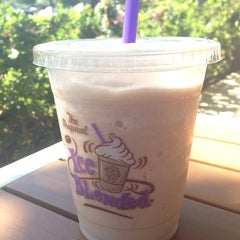Photo taken at The Coffee Bean & Tea Leaf® by H. C. on 8/20/2013