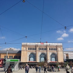 Photo taken at Hannover Hauptbahnhof by team_MaT on 4/28/2013