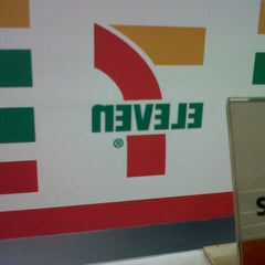 Photo taken at 7-Eleven by Fitri N. on 5/18/2013