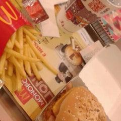 Photo taken at McDonald's by Eduarda G. on 6/5/2015