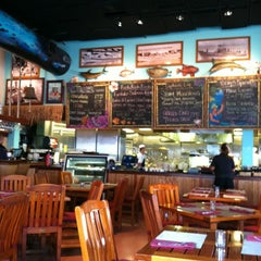 Photo taken at Uncle's Fish Market & Grill by Suzie on 10/1/2012