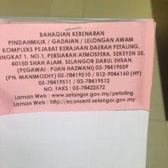 Photo taken at Kompleks Pejabat Kerajaan Daerah Petaling (Pejabat Daerah Petaling) by JūN.Hass on 12/10/2014