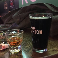 Photo taken at Tewbeleaux's Sports Bar & Grill by HotWheels on 1/23/2015