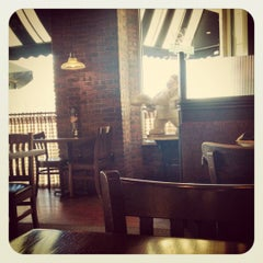 Photo taken at Corner Bakery Cafe by UNEARTHED on 9/28/2012