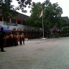 Photo taken at SMA Negeri 1 Medan by Raeny Putri N. on 3/30/2013