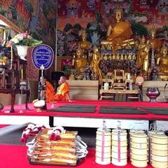 Photo taken at วัดนครป่าหมาก (Wat Nakorn Pa Mak) by Kalayanee D. on 5/10/2014