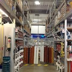 Photo taken at Lowe's Home Improvement by Stevo on 4/8/2013
