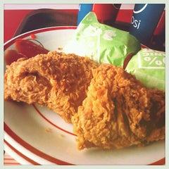 Photo taken at KFC / KFC Coffee by Teti S. on 2/26/2013