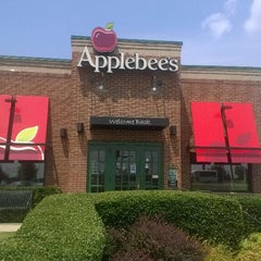 Photo taken at Applebee's by Edward M. on 8/6/2014