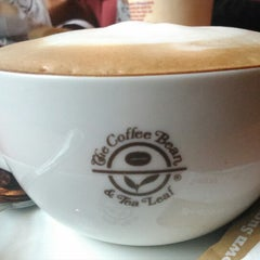 Photo taken at The Coffee Bean & Tea Leaf by Tika A. on 3/18/2014