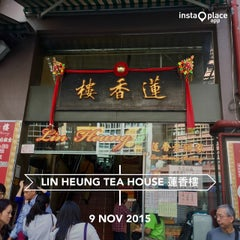Photo taken at Lin Heung Tea House 蓮香樓 by Brian Andre N. on 11/9/2015