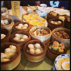 Photo taken at Big Gun Chinese Restaurant (廣州樓) by Rachel S. on 4/14/2013