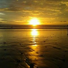 Photo taken at Pantai Kuta (Kuta Beach) by Iqbal H. on 4/10/2013
