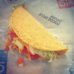Photo taken at Taco Bell by Dianation on 9/26/2013