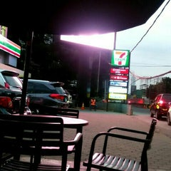 Photo taken at 7-Eleven by Dimas F. on 9/25/2015
