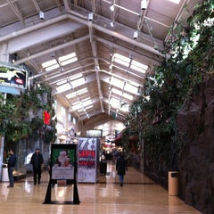 Photo taken at Gurnee Mills by 천하 현. on 12/21/2012