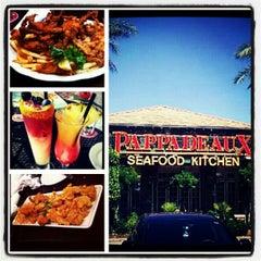Photo taken at Pappadeaux Seafood Kitchen by J L. on 10/8/2012