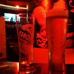 Photo taken at Long's Bar by ⒶⓜⒾⓃⒺ b. on 1/28/2014