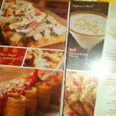Photo taken at Olive Garden by Grace P. on 11/27/2012