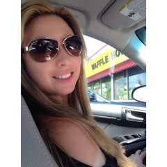 Photo taken at Waffle House by Guillermo B. on 4/10/2014