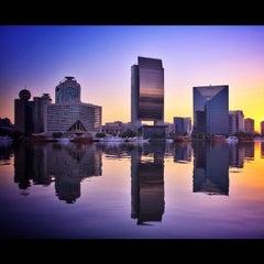 Photo taken at Dubai Chamber of Commerce & Industry غرفة تجارة وصناعة دبي by Muneer A. on 10/17/2012