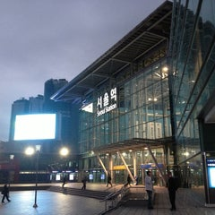 Photo taken at 서울역 (Seoul Station) by Hanseon C. on 10/24/2012