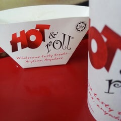 Photo taken at Hot&Roll by Keen A. on 1/7/2014