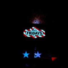Photo taken at T.G.I. Friday's by Jhon L. on 10/6/2012