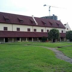 Photo taken at Fort Rotterdam (Benteng Ujung Pandang) by Muhibbuddin Danan Jaya on 12/11/2013