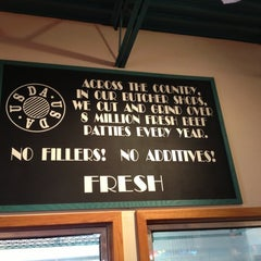 Photo taken at Fuddruckers by Ron C. on 2/2/2013