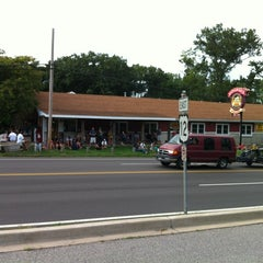Photo taken at Ozzie's Eatery by Ritu R. on 8/12/2012