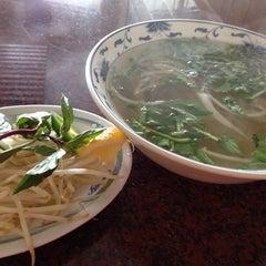 Photo taken at Pho Long Thinh by Hiroshi M. on 6/21/2014