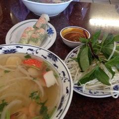 Photo taken at Pho Long Thinh by Hiroshi M. on 6/28/2014