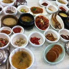 Photo taken at 이풍녀 구로쌈밥 by Jaehoooon K. on 11/14/2012