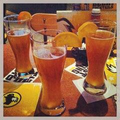 Photo taken at Buffalo Wild Wings Grill & Bar by David Gerardo P. on 2/9/2013