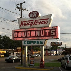 Photo taken at Krispy Kreme Doughnuts by Billy T. on 7/24/2013