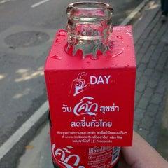 Photo taken at ธนาคารกรุงเทพ (Bangkok Bank) by Pulperm P. on 10/25/2012