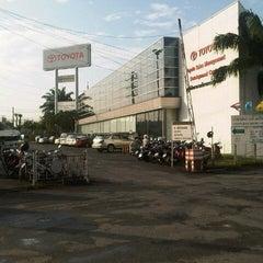 Photo taken at Toyota Body Service Co., Ltd. by Boy Y. on 9/18/2012