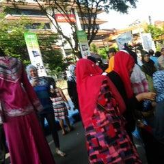 Photo taken at Tribun Jogja Koran Daerah Kompas Gramedia by ilvin D. on 4/21/2013